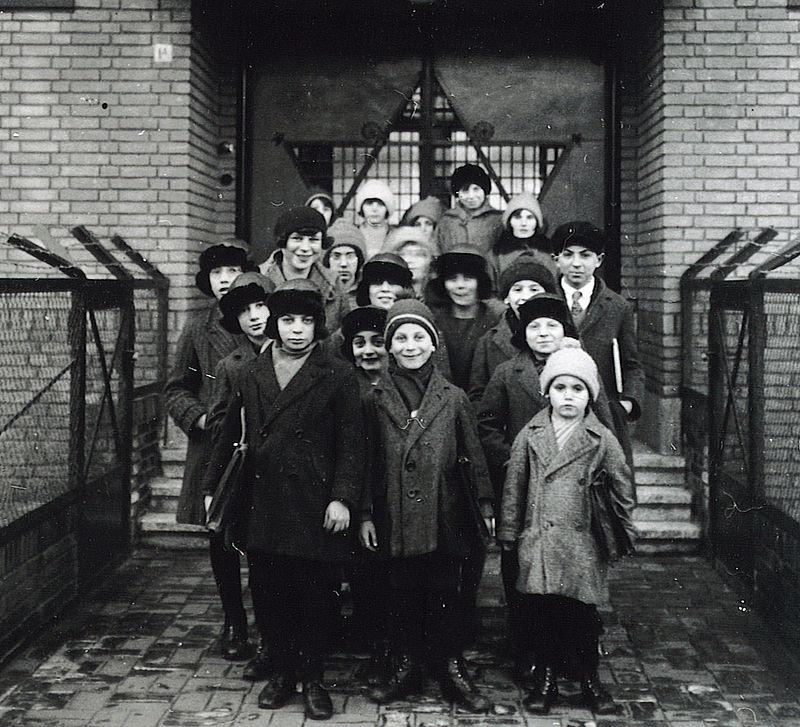 800px-Bewoners_Centraal_Isr_Weeshuis_Leiden_1938